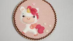 Quadrinho bastidor Unicórnio baby Feita em feltro e tecido, costurada à mão, com enchimento de espuma siliconada.