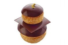 religieuse au chocolate I would jump somebody for one of these Eclairs, Profiteroles, Gourmet Recipes, Sweet Recipes, Dessert Recipes, Delicious Chocolate, Chocolate Recipes, Chocolates, French Patisserie