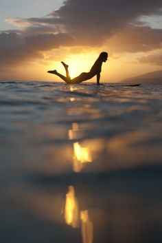 salty-sandy-sexy: roxyclothing: ROXY Sunset Surf sess in Tahiti xoxoxox
