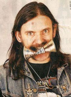 Lemmy Kilmister ( Voice / Bass )