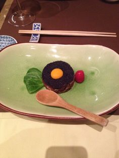 Maguro to sake no tartar - Tartar de atún y de salmón con aliño de chef. El punto del huevo de codorniz queda muy bueno.