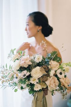 "From the editorial ""This Is the Italian Countryside Wedding Venue You've Seen All Over Instagram."" Just wait until you see the feminine floral elements throughout this wedding- we are swooning over this bouquet!!  Photographer: @kurtboomerphoto  #weddingbouquet #bridebouquet #feminineflorals #neutralbouquet #italywedding Romantic Wedding Flowers, Wedding Ceremony Flowers, Bridal Flowers, Floral Wedding, Wedding Venues, Bridal Bouquet Pink, White Wedding Bouquets, Bride Bouquets, Bridesmaid Bouquet"
