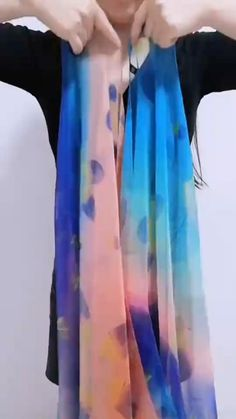Diy Fashion Scarf, Fashion 90s, Diy Fashion Hacks, Ways To Tie Scarves, Ways To Wear A Scarf, How To Wear Scarves, Hair Wrap Scarf, Diy Scarf, Dress Hats