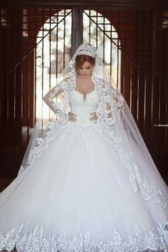 Out of all the wedding dresses I have seen... this is the one I absolutely looovveee! The vail is 200% me