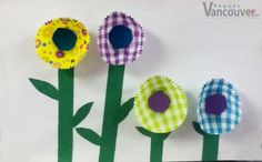 Flores cupcake  ¿Qué necesito? Papeles para cupcakes, hoja color verde, una hoja blanca Pegamento  ¿Cómo lo hago? Recorta la hoja verde para hacer el tallo, el centro y las hojas de la flor Pégalos en la hoja blanca Pega los papeles de cupcake en la parte superior del tallo Pega el centro de la flor sobre el papel de cupcakes y listo.