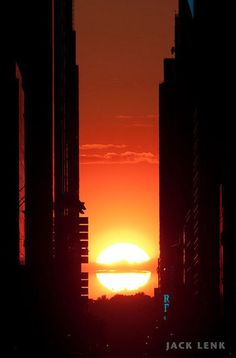 ManhattanHenge, Manhattanhenge actually lasts for two days each time. On the first episode, today, the sun will line up with the grid just as it sinks to roughly 50% below the horizon.