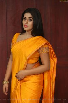 Poorna (Shamna Kasim) wore a bright yellow solid silk saree for the movie opening of 'Avanthika'. Considering the saree itself is very bright Beautiful Saree, Beautiful Indian Actress, Beautiful Actresses, Beautiful Women, Simply Beautiful, Cleavage Hot, Aunty In Saree, Thing 1, Saree Models