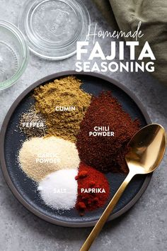 Make your own all-purpose fajita seasoning at home with just 6 basic spices! You… Make your own all-purpose fajita seasoning at home with just 6 basic spices! You can use our homemade fajita seasoning recipe on chicken, steak, veggies, in soup and more. Fajita Seasoning Mix, Homemade Fajita Seasoning, Veggie Seasoning Recipe, Chicken Fajitas Seasoning, Homemade Fajitas, Fajita Mix, Homemade Spices, Homemade Seasonings, Gastronomia