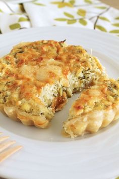 Aromatic tart with zucchini and feta and greek ricotta type cheese. Pureed Food Recipes, Greek Recipes, Veggie Recipes, Cooking Recipes, Cyprus Food, Greek Cooking, Greek Dishes, Quiche, Appetisers