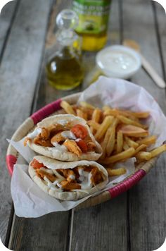 J'adore le kebab, les enfants aussi ceci dit, mais je n'en achète jamais. Pour l'instant je ne possède pas d'adresses de confiance et je n'ose pas manger un kebab n'importe où de peur de faire subir un mauvais traitement à mon estomac :) Et quand l'envie...