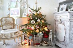 Biljana Shabby Romantic Shabby Chic, Shabby Chic Homes, Shabby Chic Furniture, Christmas Tree, Holiday Decor, Home Decor, Teal Christmas Tree, Decoration Home, Room Decor