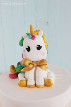 Tutorial Unicornio de fondant Fondant Figures, Biscuit, Unicorn Cake Topper, Fondant Decorations, Unicorn Crafts, Fondant Tutorial, Dessert Decoration, Sugar Art, Baby Party