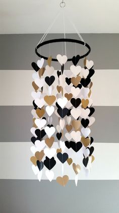 Baby room decor - Heart shape paper mobile Blackwhite and gold Baby room decoration Wedding decoration home decoration Child baby decor Diy Home Crafts, Diy Home Decor, Crafts For Kids, Beer Crafts, Children Crafts, Baby Room Decor, Diy Bedroom Decor, Room Baby, Child Room
