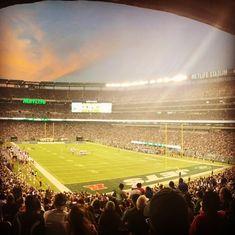 """NYC Sports Events on Instagram: """"Das Heimstadion der New York Giants und der New York Jets ist mit 82'500 Plätzen das zweitgrösste Football Stadion der USA. Neben Football…"""" New York Jets, New York Giants, Football Stadion, Metlife Stadium, Baseball Field, Nyc, Events, Sports, Instagram"""