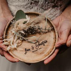 kleine #inspiration für Eure #hochzeit! #trockenblumen #besteck #papeterie #ringschale  @schokoladenseite_hochzeit. #floristik @unverbluemt_eventfloristik #schokoladenseite #heirat #karten #hochzeitsplanung #bridetobe #naturtoene #herbsthochzeit #herbst #winterhochzeit #realbride #realgroom #vintagewedding #bohostyle #hochzeitsinspiration #hochzeitstorte #weddingcake #hochzeit2021 #hochzeitstrend #woodlove #weddingring