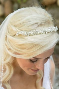 Glam bridal headband: http://www.stylemepretty.com/indiana-weddings/indianapolis/2014/09/04/french-inspired-garden-tea-party-wedding-at-laurel-hall/ | Photography: Conforti - http://confortiphoto.com/