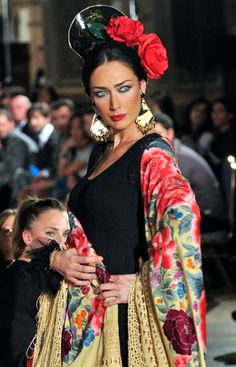 Wappíssima - We love flamenco 2013 - Susana Pagés - I edición. Spain Fashion, Fashion Mode, Boho Fashion, Fashion Tips, Spanish Dancer, Spanish Woman, Actrices Sexy, Folk Costume, Gypsy Style