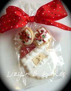 disney christmas cookies Weihnachtspltzchen Lizy B - christmascookies Christmas Cookies Packaging, Christmas Cookies Gift, Cookie Packaging, Christmas Goodies, Christmas Treats, Christmas Baking, Christmas Parties, Disney Christmas, Iced Cookies