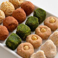 Ésta es una receta 100% raw vegan y sin nada de azúcar para preparar panellets. Están exquisitos, de piñones, de cacao, de matcha (té verde), de lúcuma y avellanas y de coco. Y son más que saludabl…