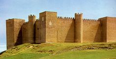 Montealegre formed part of the Leonese defensive line in the twelfth century. Its isolation and its bare, horizontal structure give it the impression of a great fortress