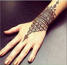 Browse the latest Mehndi Designs Ideas and images for brides online on HappyShappy! We have huge collection of Mehandi Designs for hands and legs, find and save your favorite Mehendi Design images. Henna Designs Wrist, Mehndi Designs For Girls, Mehndi Designs For Fingers, Beautiful Henna Designs, Mehndi Art Designs, Mehndi Patterns, Latest Mehndi Designs, Simple Mehndi Designs, Henna Tattoo Designs