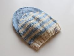 Newborn knitted baby hat / Hand knitted by PetitMoutonFrancais