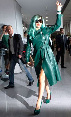 The Amazing Hey Little Monsters! Dressed from head-to-toe, literally, in the same shade of green, Gaga throws up her monster claws to all of her Little Monsters. Images Lady Gaga, Lady Gaga Pictures, Lady Gaga Outfits, Lady Gaga Fashion, Shes Perfect, Rain Wear, Female Singers, Queen, Celebs
