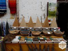 Kruidenwinkeltje in Essaouira, Marokko. Lees meer over het Marokkaanse eten en dit leuke vissersstadje op www.myworldisyours.nl/places/essaouira #Morocco