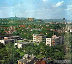 Kliknite pre zobrazenie veľkého obrázka Bratislava, Paris Skyline, Mansions, House Styles, Travel, Technology, Historia, Tech, Viajes