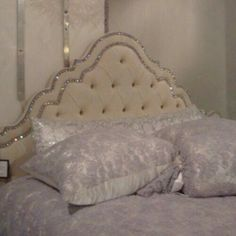Image about white in house/ interior/ decoration by αιεxαηdrα Bedroom Inspo, Bedroom Decor, Bling Bedroom, Home And Deco, My New Room, Dream Bedroom, Future House, Room Inspiration, Luxury Homes
