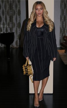 Beyoncé Shawn Carter Lecture Series My Life Update February 2020 All Fashion, Runway Fashion, Vintage Fashion, Womens Fashion, Fashion Ideas, Beyonce Knowles Carter, The Most Beautiful Girl, Cold Shoulder Dress, Celebs