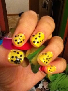 My bumble bee nail art that didn't turn out well at all !!!