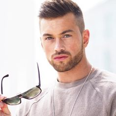 Giving personal style to a simple outfit – Ali Gordon Mens Hairstyles With Beard, Hairstyles Haircuts, Haircuts For Men, Hair Men Style, Hair And Beard Styles, Hair Styles, High And Tight Haircut, Beautiful Men Faces, Awesome Beards