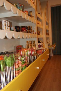 Figurine Ceva Dulce Bar Cart, Furniture, Home Decor, Sweet Treats, Decoration Home, Dessert Table, Bar Carts, Home Furnishings, Interior Design