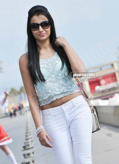 South Indian Actress Hot, South Actress, Simran Actress, Allu Arjun Hairstyle, Trisha Actress, Trisha Krishnan, Indian Beauty, Indian Actresses, Blouse Designs