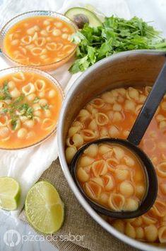Sopa de conchitas o sopa aguada de conchitas www.pizcadesabor.com Veggie Recipes Mexican, Vegetarian Recipes, Healthy Recipes, Clean Recipes, Soup Recipes, Cooking Recipes, Salvadorian Food, Colombian Food, Vegetarian