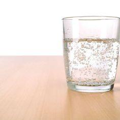 Será que água com gás faz mal? A ciência responde