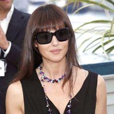 Cu siguranta o stiti pe actrita de origine italiana Monica Bellucci ... Aceasta este un mare fan al perechilor de soare oversized all black...