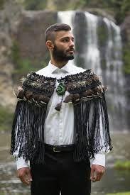 He korowai tenei hei tawharau I te tangata I oti ai I te matauranga. Flax Weaving, Weaving Art, Weaving Patterns, New Zealand Flax, Maori Designs, Maori Art, Kiwiana, Art Carved, Bone Carving