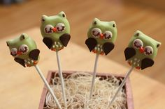 Owl Cake Pops | Flickr - Photo Sharing! woodland creatures, birthday party idea, owl cakes, birthday cake pops, animal cake pops