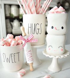 31 Amazing Valentine Kitchen Decorating Ideas - Valentine's Day gifts for your kitchen may not initially seem like the most fitting of gifts, but in reality kitchen gadgets make superb Valentine's d. Valentines Day Party, Valentine Day Love, Valentines Day Decorations, Cute Marshmallows, Sweet Hug, Hot Cocoa Bar, Hot Chocolate Bars, Beaded Garland, Do It Yourself Home