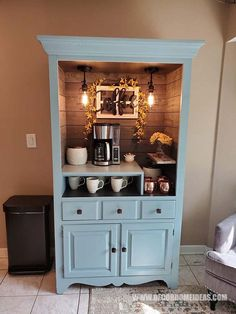 If you are in love with coffee you need to see the best DIY Coffee station ideas that you can easily build at home. Coffee Nook, Coffee Bar Home, Home Coffee Stations, Coffee Bars, Cozy Coffee, Coffee Bar Station, Coffee Bar Design, Dyi Coffee Bar, Coffee Bar Ideas