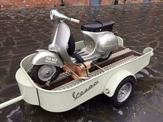 Vespa scooter and trailer Piaggio Vespa, Moto Vespa, Scooters Vespa, New Vespa, Vespa 150, Lambretta Scooter, Triumph Motorcycles, Custom Motorcycles, Cars And Motorcycles
