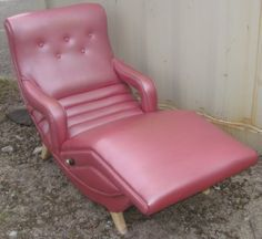 there are 2 of a kind...my dad had one of these lounge chairs... the chair vibrates and was good for back and legs massage. we still have it...i
