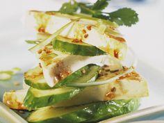 Für vegane Hochstapler. Marinierter Tofu mit Gurken - smarter - Kalorien: 217 Kcal - Zeit: 20 Min. | eatsmarter.de
