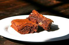 Schoggi-Brownies mit Baumnuss Desserts, Food, Chocolate Brownies, Dessert Ideas, Food Food, Cooking, Simple, Recipies, Tailgate Desserts