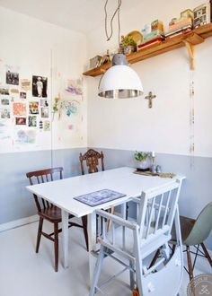 Koti Ruotsissa - A Home in Sweden Lovely Life . City Living, Living Spaces, Mixed Dining Chairs, Half Painted Walls, Decoracion Vintage Chic, Shabby Chic, Inspiration Design, Country Interior, Sweet Home Alabama