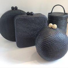 The Black List Renew! Use straw to create looks! Information by WhatsApp 6307 # accessories - Today Pin Wholesale Handbags, Handbags On Sale, Luxury Handbags, Cheap Purses, Cute Purses, Handbags For School, Black Clutch Bags, Boho Bags, Leather Shoulder Bag