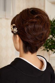 Pixie Bob Hairstyles, Mom Hairstyles, Wedding Hairstyles, Roll Hairstyle, Japanese Wedding, Japanese Hairstyle, Hair Dos, Updos, Kimono