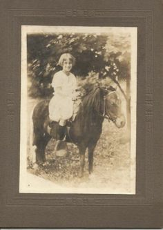 CHARMING VICTORIAN-ERA CABINET CARD ~ GIRL ON A PONY - ARTS & CRAFTS BORDER